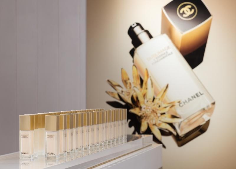 Trong đó, L'Essence Fondamentale và L'Essence Lumière là hai chai tinh chất ra đời gần đây nhất, được Chanel giới thiệu liên tục vào cuối năm 2018 và đầu năm 2019