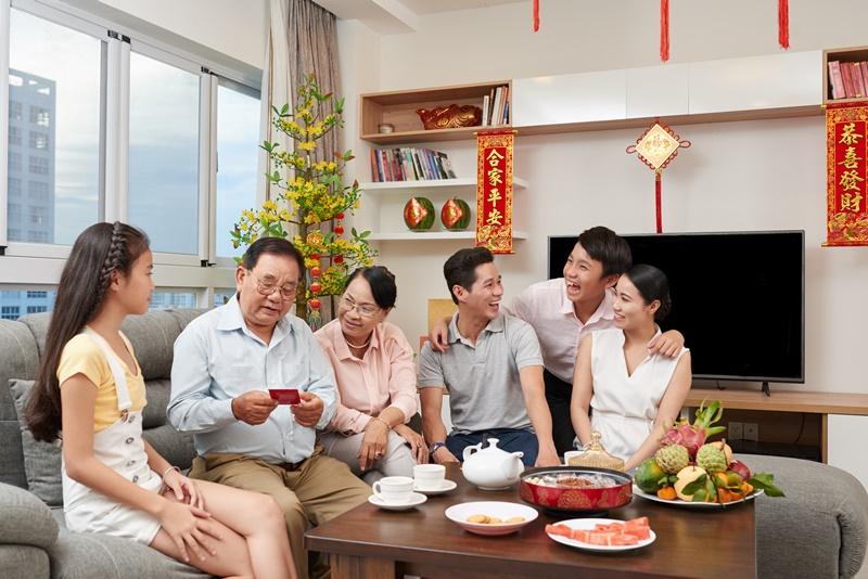 Dần dần hình ảnh đoàn tụ gia đình vào dịp Tết đang trở nên hiếm hoi.