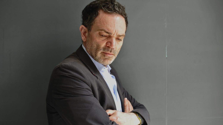 Yann Moix thừa nhận mình là kẻ tâm thần khó hẹn hò.
