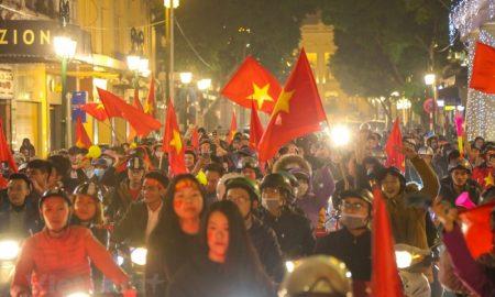 Hà Nội một đêm huyên náo ăn mừng tuyển Việt Nam vào Tứ kết Asian Cup 2019