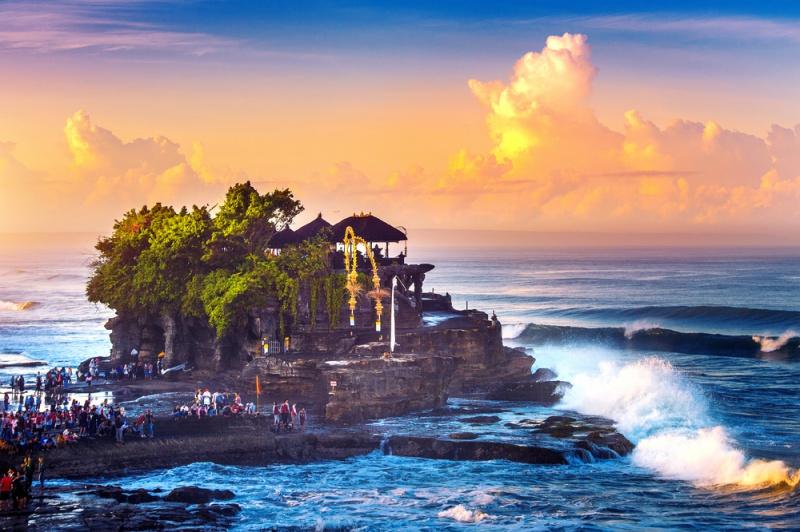 Tanah Lot – ngôi đền thiêng nằm giữa biển đẹp ở mọi góc nhìn, mọi thời điểm trong ngày.