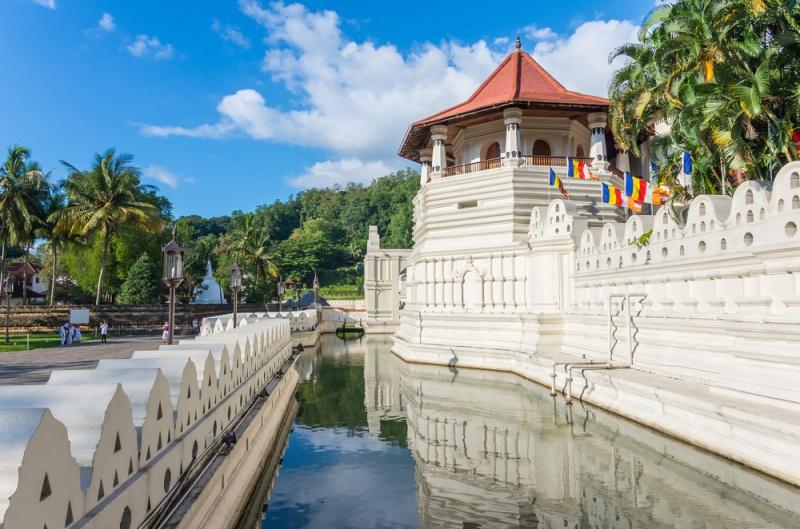 Thánh tích chùa Răng Phật – nơi đang lưu giữ một chiếc răng của Đức Phật ở thành phố Kandy, Sri Lanka.