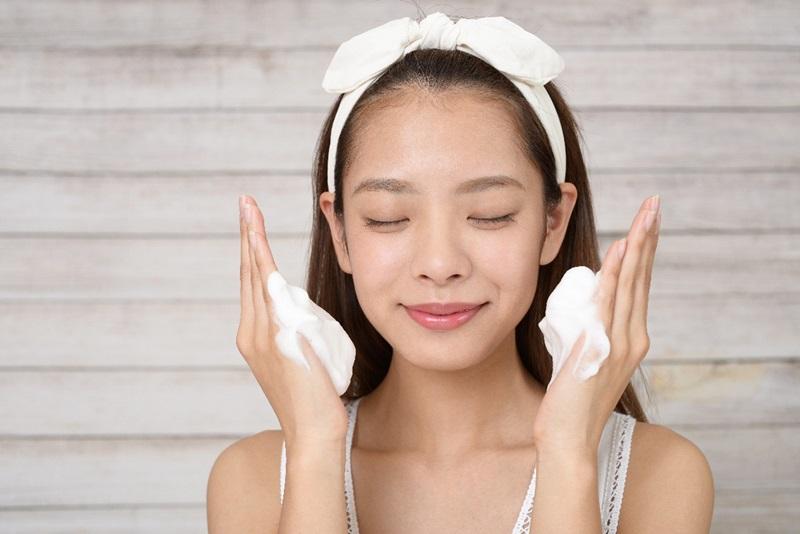 Bioré Marshmallow được kết hợp giữa công nghệ tạo bọt bông siêu mềm mịn dịu nhẹ cho da và công nghệ thanh lọc da SPT (Skin Purifying Technology).