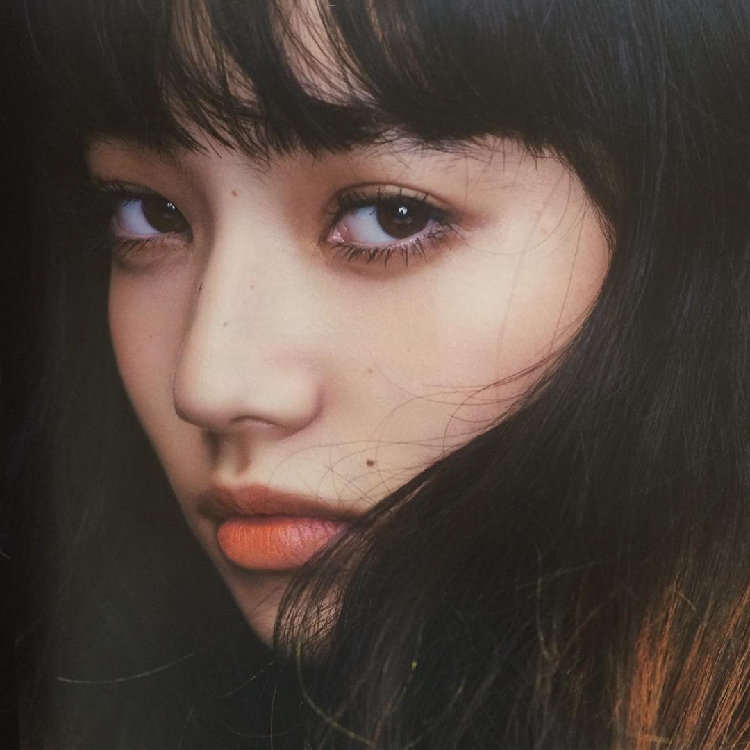 black-pink-lisa-1