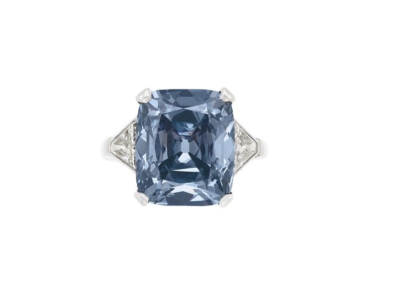 Chiếc nhẫn của BVLGARI được bán với giá hơn 18 triệu đô la tại nhà đấu giá Christie's ở New York.