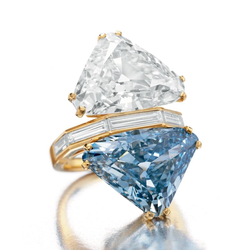 Thiết kế nhẫn Toi et Moi được làm từ kim cương trắng và kim cương xanh dương.