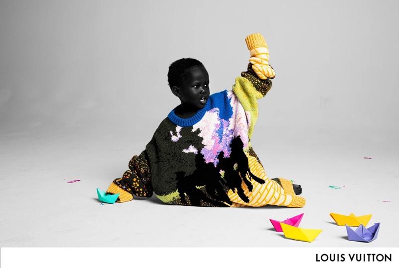 Xuất hiện đầu tiên trong chiến dịch quảng bá lần này là bức hình của nhiếp ảnh gia Inez và Vinoodh ghi lại khung cảnh chơi thuyền giấy của bé Alieyth (3 tuổi), trong thiết kế áo len dài tay oversized nằm trong BST Louis Vuitton Xuân Hè 2019.