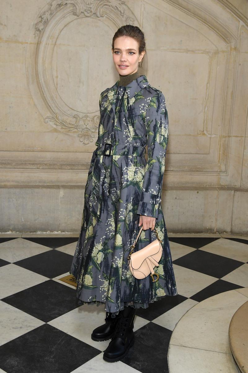 Siêu mẫu người Nga Natalia Vodianova là gương mặt quen thuộc tại các sự kiện của Dior cũng như của các thương hiệu khác trong tập đoàn LVMH. Cô là bạn gái lâu năm của doanh nhân Antoine Arnault - con trai của Bernard Arnault, người đứng đầu tập đoàn xa xỉ phẩm đình đám này.