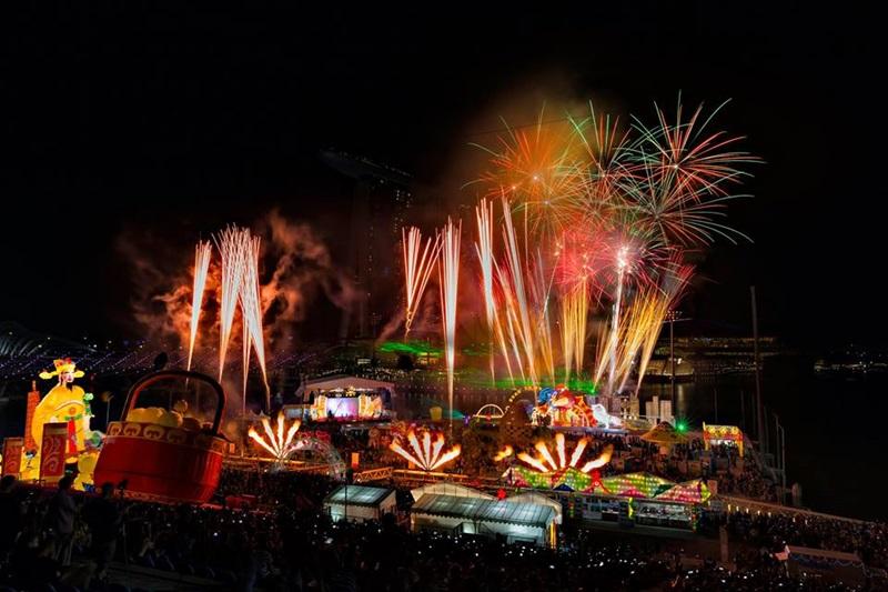 Và khi màn đêm buông xuống, đừng bỏ lỡ cơ hội thưởng thức các chương trình pháo hoa đỉnh cao đến từ các quốc gia Mỹ, Trung Quốc, Úc và Ý nổi tiếng.