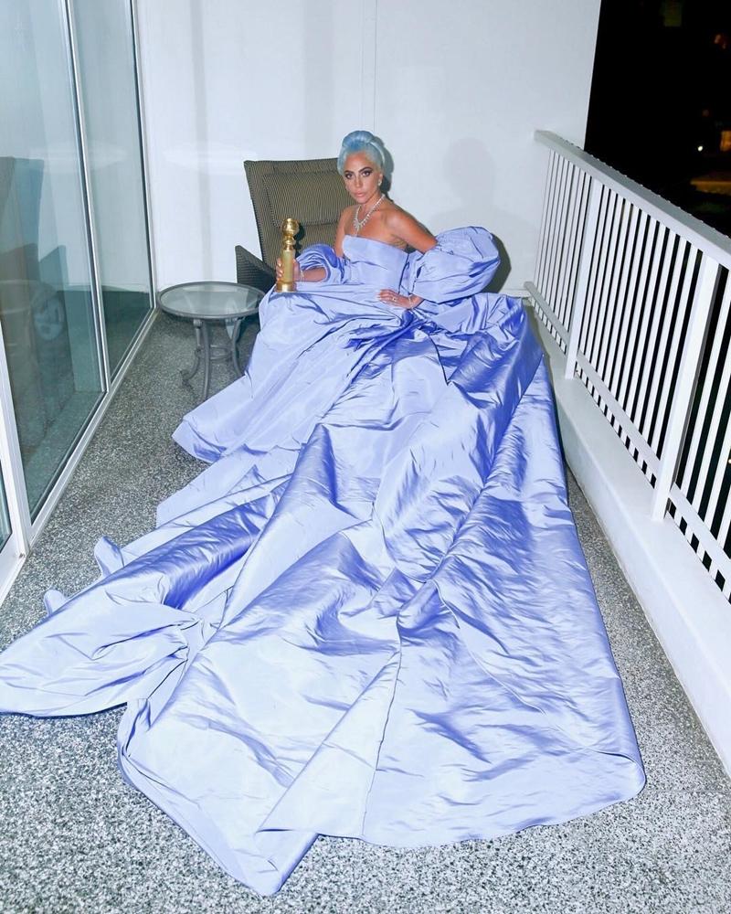 """Tuy không giành được chiến thắng về diễn xuất ở """"Quả Cầu Vàng"""" nhưng Lady Gaga vẫn còn nhiều cơ hội ở giải Oscar sắp tới."""