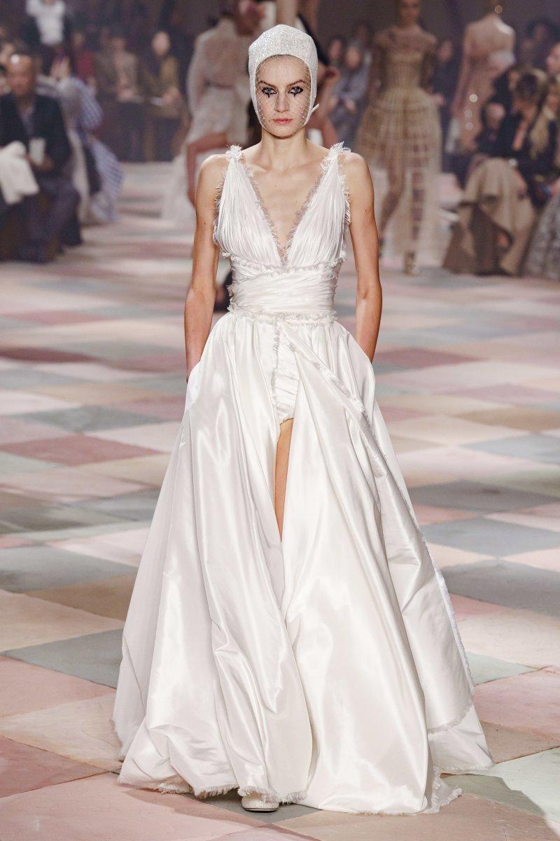 Thiết kế nguyên bản từ BST Haute Couture Xuân Hè 2019 của Dior vừa được ra mắt tuần trước tại Paris