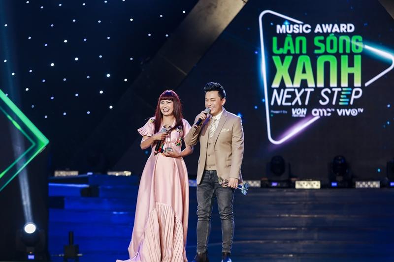 Ca sĩ Lam Trường và ca sĩ Phương Thanh