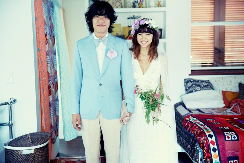 """Nhiều năm sau này, Lee Hyo Ri mới tiết lộ lí do mình kết hôn: """"Khoảnh khắc tôi quyết định cưới Sang Soon là khi tôi nhìn thấy bố mẹ chồng vẫn còn yêu nhau dù đã bước sang cái tuổi mắt mờ tai yếu. Họ vẫn cùng nhau hẹn hò tại rạp chiếu phim vào các buổi sáng. Sang Soon nói với tôi rằng, anh chưa từng thấy bố mẹ cãi nhau bao giờ. Còn tôi thì chứng kiến viễn cảnh bố mẹ mình xung đột quá đỗi nhiều lần. Đó là khi tôi nghĩ rằng, mình có thể tin tưởng vào Lee Sang Soon""""."""