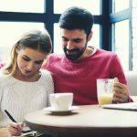 Cặp đôi cùng nhau quản lý tài chính sẽ hạnh phúc và gắn kết hơn