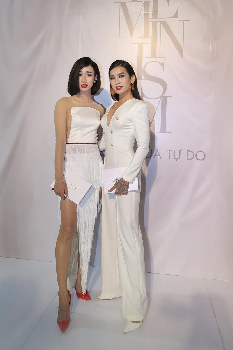 """Bộ đôi Hải Triều (trái) – BB Trần """"oanh tạc"""" thảm đỏ show """"Feminism"""" của NTK Lý Quí Khánh"""