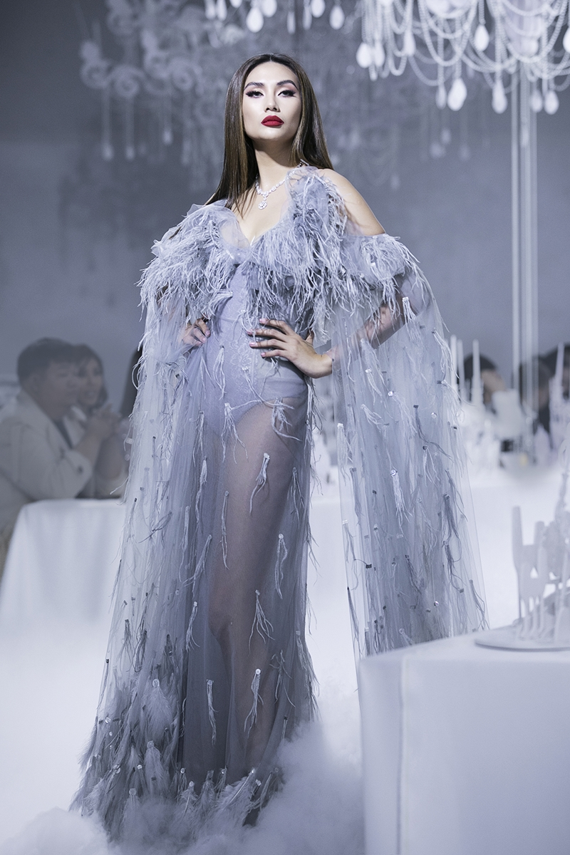 Võ Hoàng Yến quyến rũ và sang trọng trong thiết kế gợi cảm của NTK Lý Quí Khánh