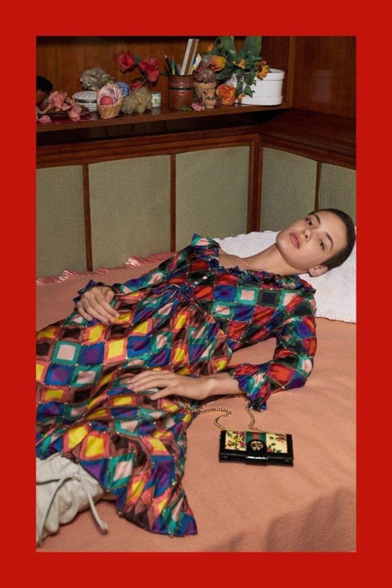 Người mẫu bất phân định giới tính này cũng xuất hiện trong loạt hình quảng bá cho BST Chớm Thu 2018 của Gucci.
