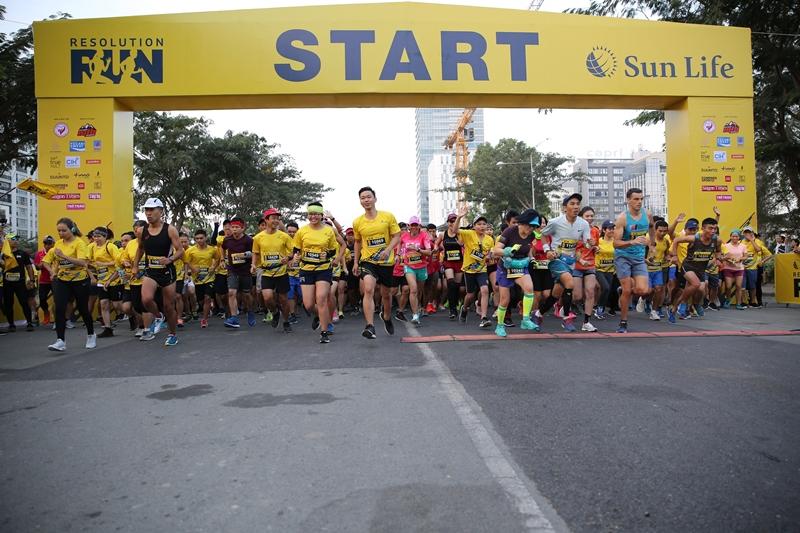 hơn 1.700 vận động viên xuất phát cự ly chạy 10 km và 7 giờ 20 phút có hơn 1.300 vận động viên xuất phát cự ly chạy 5 km
