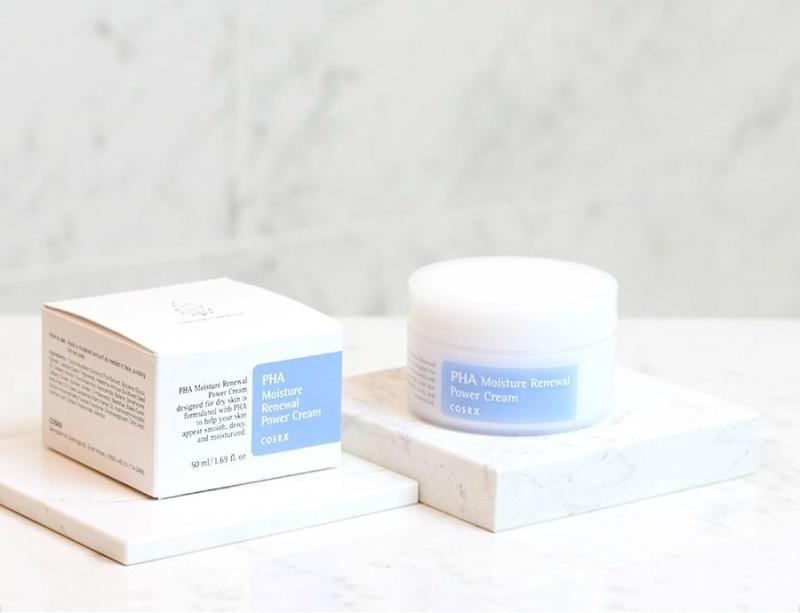 COSRX PHA Moisture Renewal Power Cream: Kem dưỡng ẩm chứa 3% PHA có khả năng ngăn ngừa tình trạng thiếu ẩm và chiết xuất dừa giúp cấp ẩm sâu mà không gây bết dính.