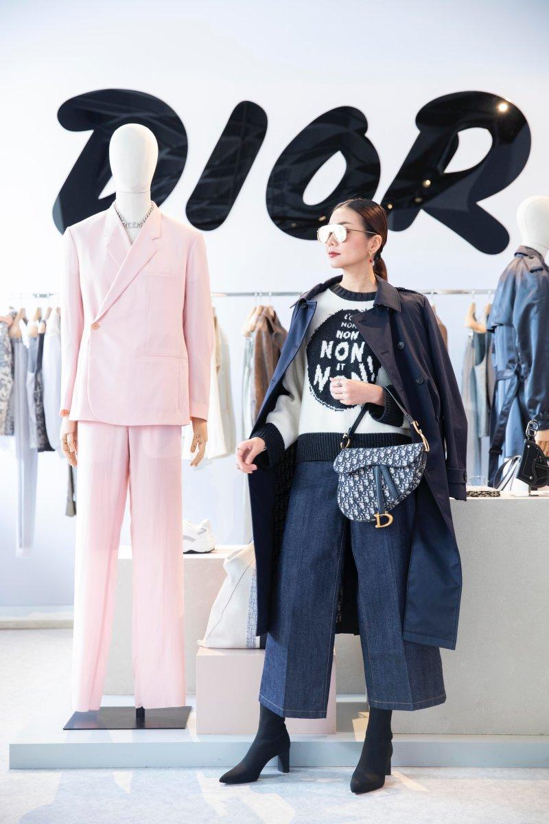 Cô đến Hong Kong dự buổi ra mắt BST Xuân Hè 2019 của Dior và Dior Men.