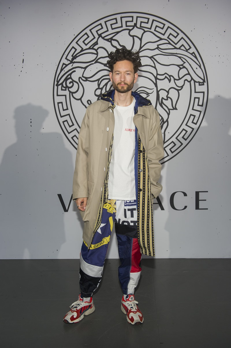 """Blogger Isaac Hindin-Miller cá tính với chiếc quần """"patchwork"""" đặc sắc."""