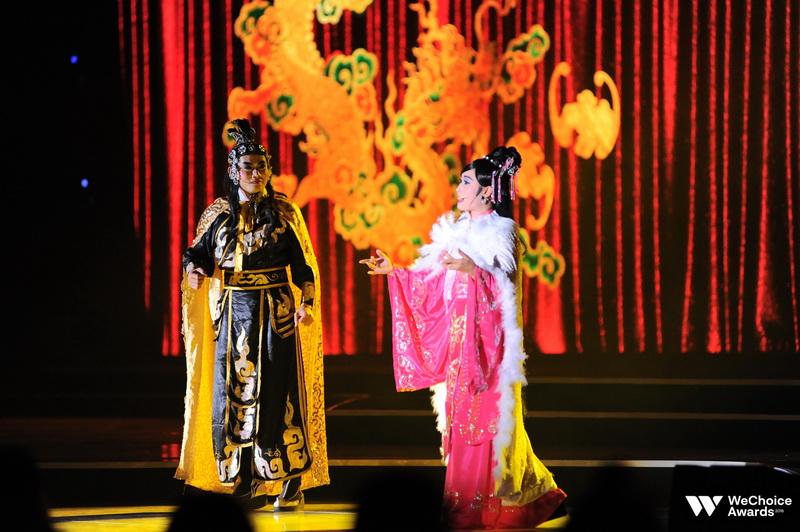 """Tiết mục cải lương """"Lý bông dừa"""" - nhạc phim Song Lang được dàn dựng chỉn chu, kỹ lưỡng, thể hiện sự quan tâm của giới trẻ đến loại hình nghệ thuật dân gian tưởng chừng đã mai một này."""