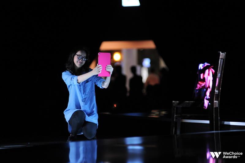 Bản thân diễn viên múa đảm nhận tiết mục này cũng không thể ngăn những dòng nước mắt ngay trên sân khấu.
