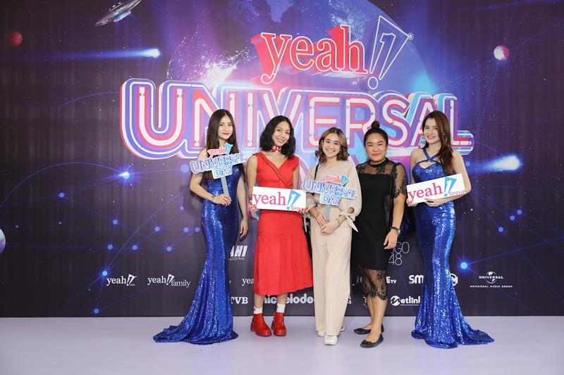 Beauty Bloggers Thái - Fah Sarika (váy đỏ) và Zom Marie (váy màu nude) tham gia sự kiện Yeah1 Universal Day.
