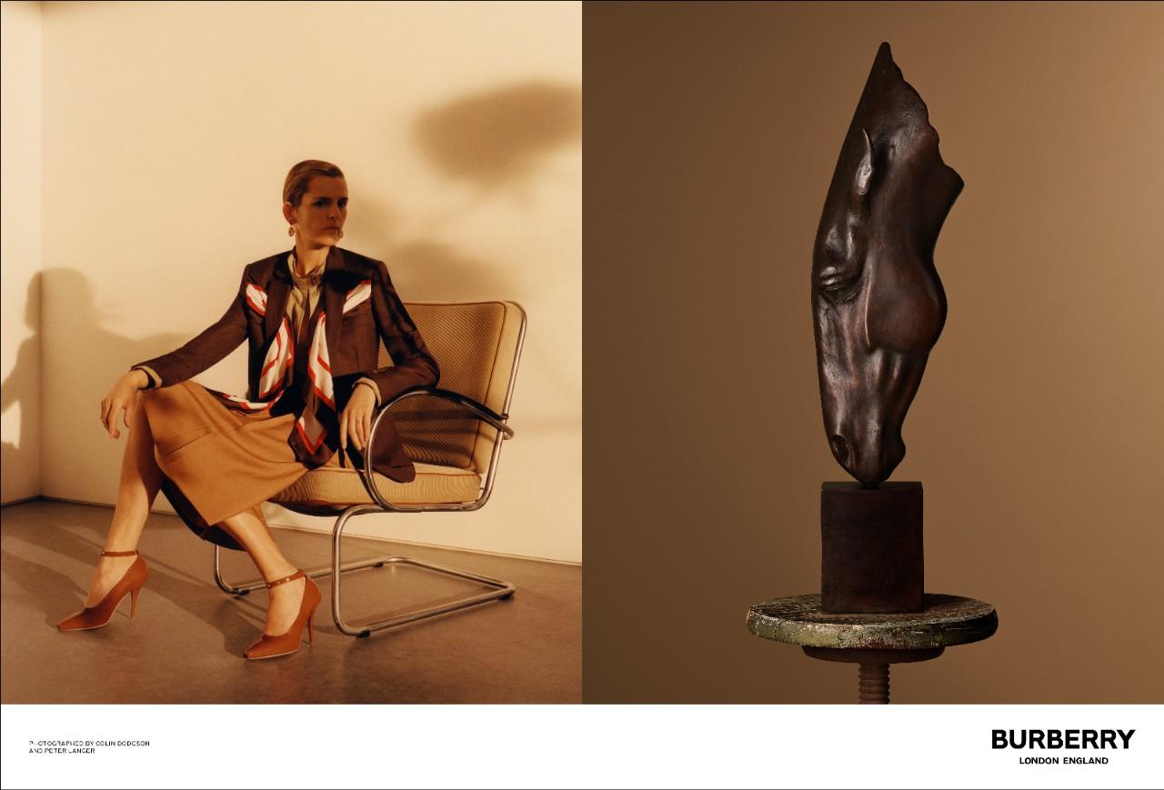 Siêu mẫu Anh lừng lẫy Stella Tennant cũng góp mặt trong những khung hình ấn tượng này.