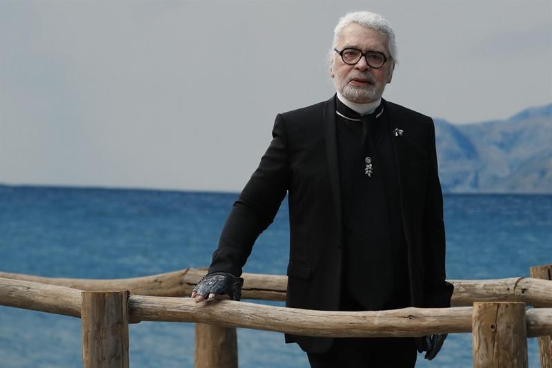 Không ai ngờ rằng show diễn ra mắt BST Chanel Xuân Hè 2019 chính là lần chào kết màn cuối cùng của huyền thoại Karl Lagerfeld.