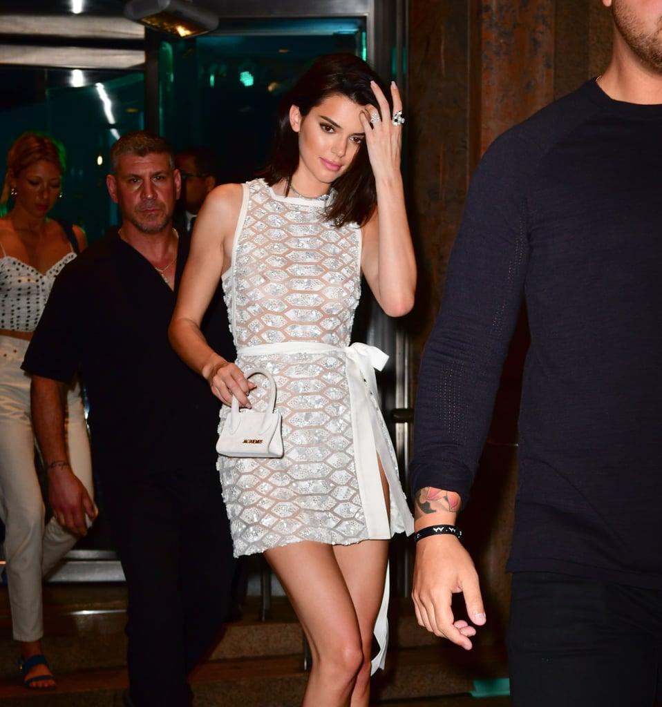 Cô nàng Kendall Jenner cũng sở hữu một chiếc túi Le Chiquito tương tự.