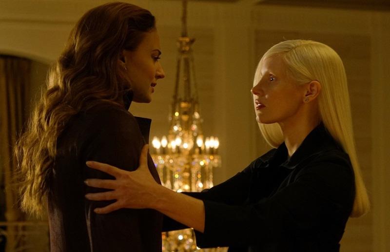 Nữ ác nhân bí ẩn cám dỗ Jean Grey bộc phát năng lượng của cô.