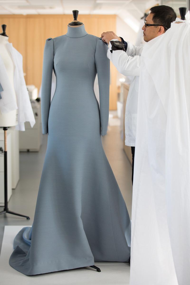 Đây là một thiết kế tưởng chừng đơn giản nhưng được những người thợ của Dior chăm chút tỉ mỉ trong từng chi tiết nhỏ nhất.