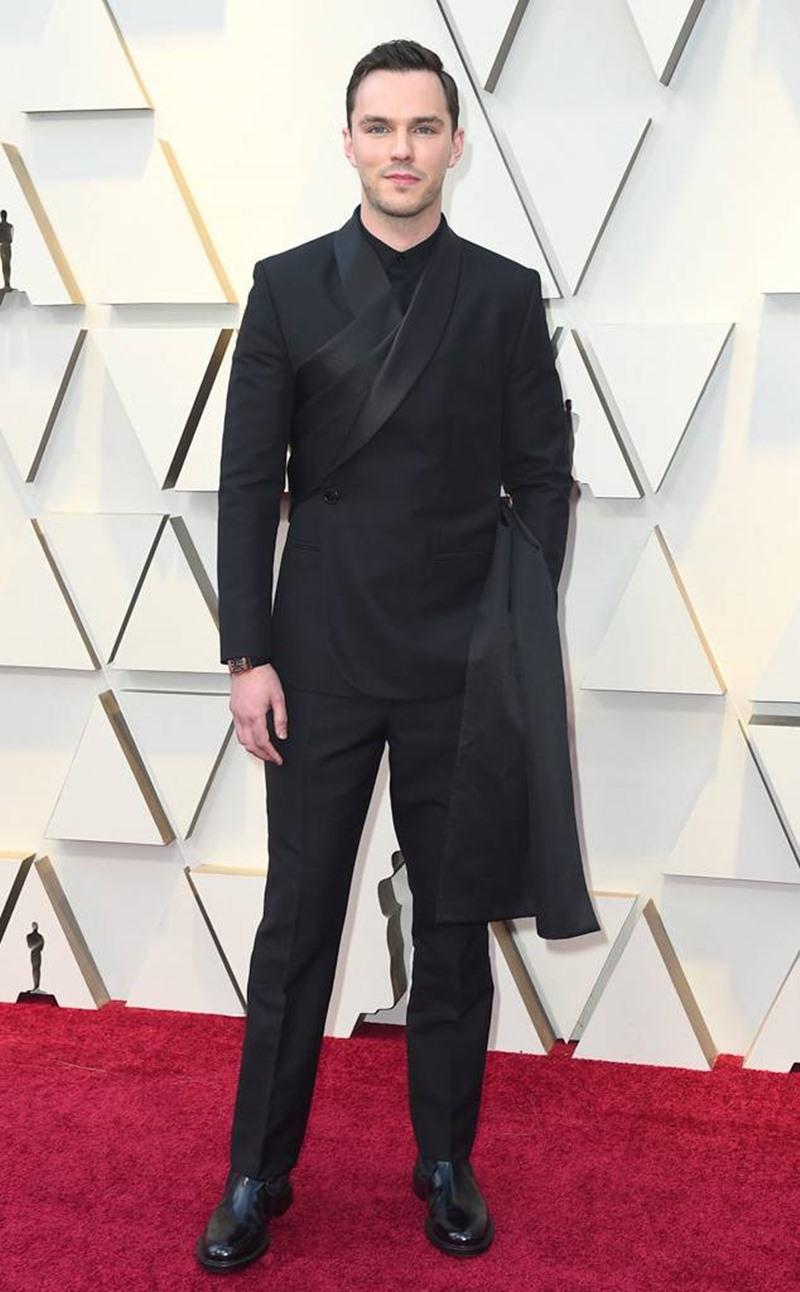 Nicholas Hoult thanh lịch tuyệt đối trong thiết kế tuxedo đặc sắc của Dior Men.