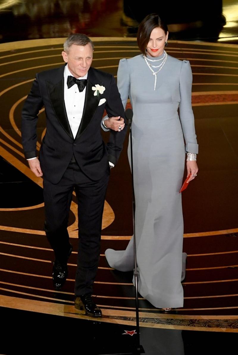 Cô xuất hiện cùng nam diễn viên Daniel Craig trên sân khấu Oscar 2019 trao giải thưởng Nam diễn viên phụ xuất sắc nhất.