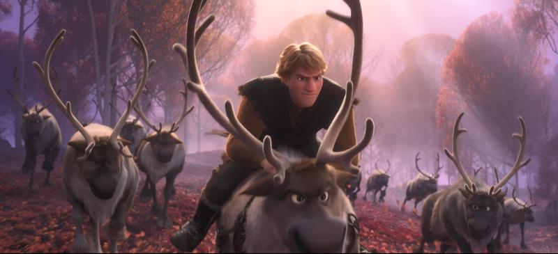 ...hay Kristoff phải huy động toàn bộ đàn tuần lộc của Sven để truy đuổi kẻ thù giấu mặt.