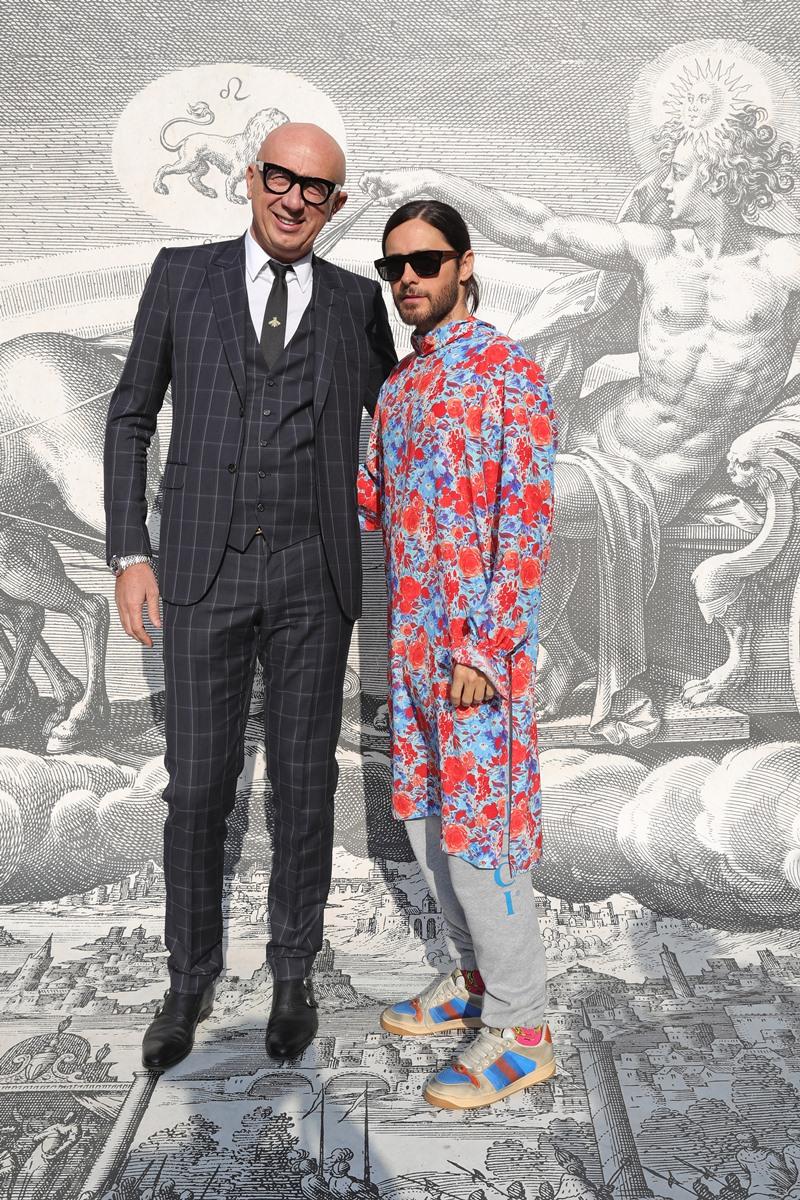 Jared Leto chụp hình cùng CEO của Gucci, ông Marco Bizzarri.