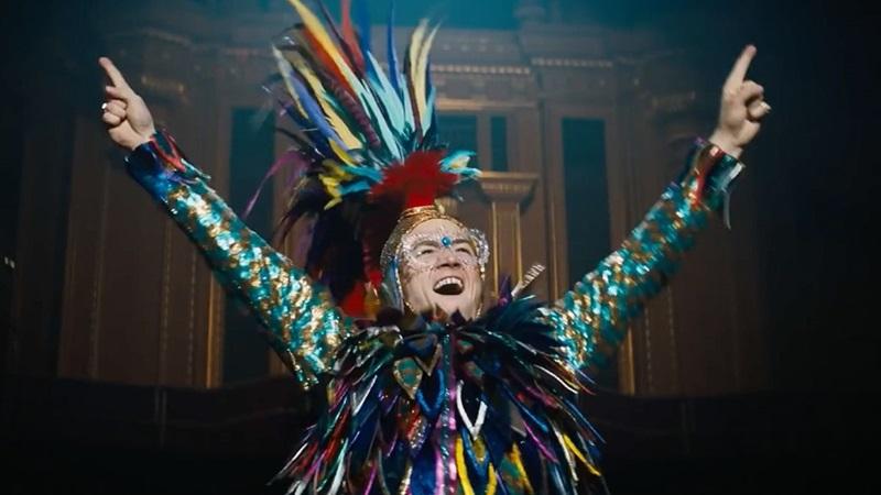 Elton John từng bước xây dựng hình tượng người nghệ sĩ có 1-0-2 của làng giải trí.