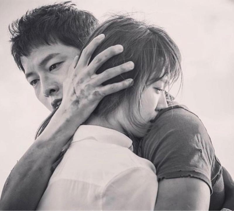 Nhưng chính anh cũng là người liên tục đảm nhận vai trò đứng ra tìm lý do để phủ nhận tin đồn hẹn hò. Lý do giản đơn vì Hye Kyo muốn yêu nhau trong thầm lặng và anh tôn trọng quyết định ý kiến của người mình yêu.