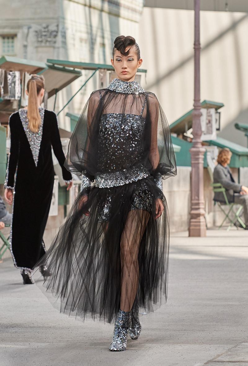 Đây là thiết kế số 60 trong BST Haute Couture Thu Đông 2018 của Chanel.