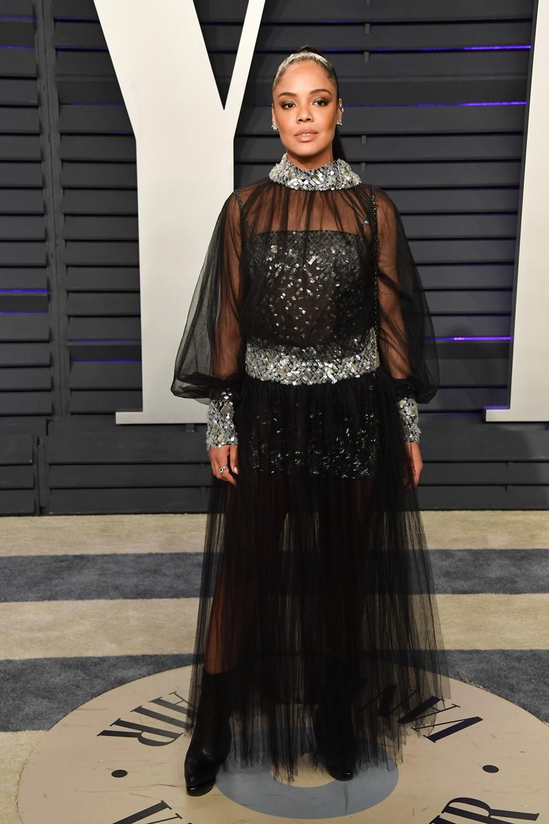 Tại buổi tiệc hậu Oscar của Tạp chí Vanity Fair, Tessa Thompson mặc một thiết kế couture khác của Chanel.