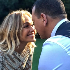 Jennifer Lopez: tuổi 50 hãy là nữ hoàng của chính mình và tình yêu sẽ tự tìm đến