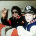 Louis Vuitton bỏ hàng loạt thiết kế vì Michael Jackson bị cáo buộc ấu dâm