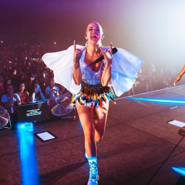 NTK Công Trí:Chỉ trong 3 ngày cho ra 2 thiết kế giúp Rita Ora tỏa sáng