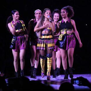 """Ariana Grande diện thiết kế của NTK gốc Việt Michael Ngo, mở màn tour diễn """"Sweetener/Thank U Next"""""""