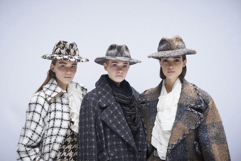 Những chiếc mũ fedora bằng vải tweed hứa hẹn sẽ trở thành món phụ kiện được săn đón trong mùa mốt cuối năm 2019.