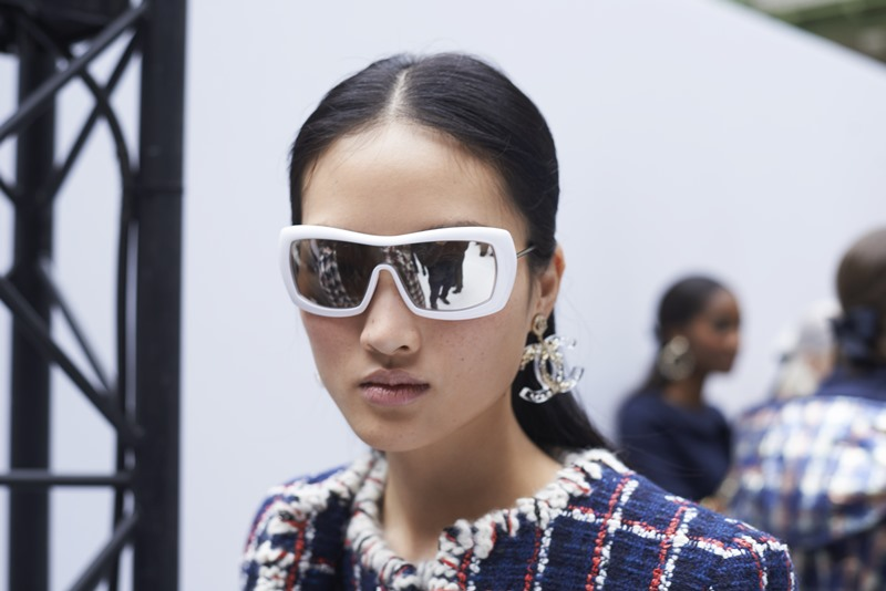Kính mắt mùa Thu Đông 2019 của Chanel mô phỏng theo những cặp kính dành cho các vận động viên trượt tuyết.
