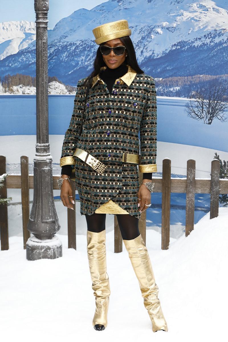 """""""Báo đen"""" Naomi Campbell không thể bỏ lỡ dịp chiêm ngưỡng các thiết kế cuối cùng của NTK Karl Lagerfeld cho Chanel."""