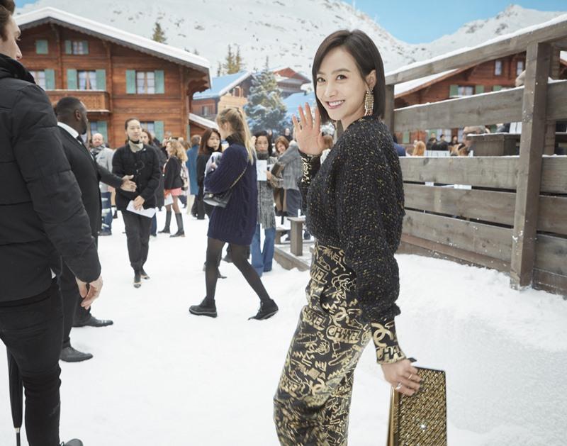 Nữ ca sĩ Victoria Song - cựu thành viên của nhóm nữ f(x) - trở lại hàng ghế đầu của Chanel.