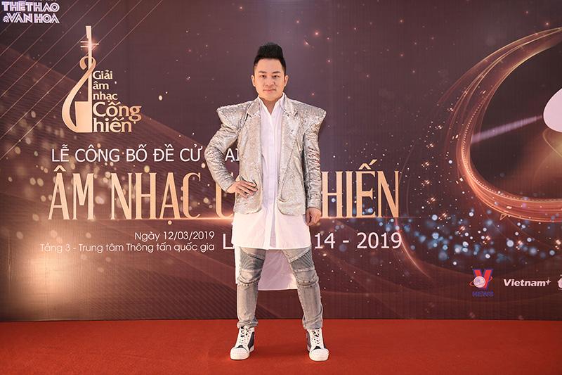Ca sĩ Tùng Dương Giải âm nhạc Cống Hiến 2019
